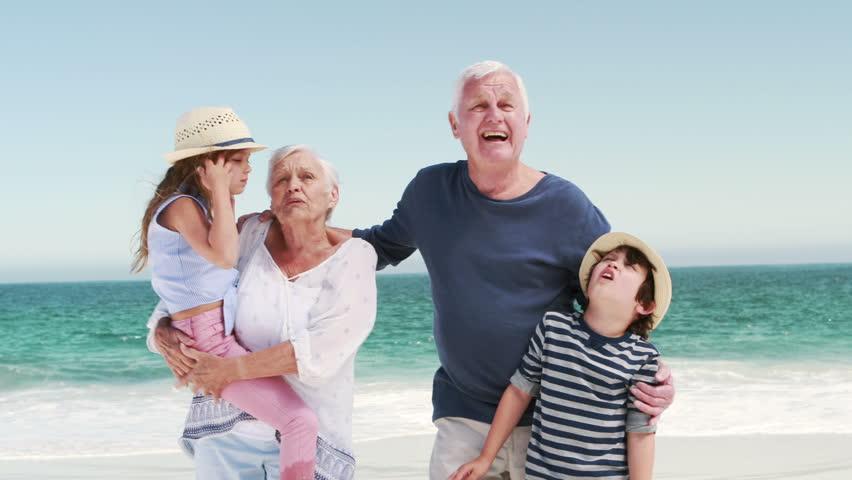 Διακοπές στον παππού και τη γιαγιά: Εσύ τι έχεις να θυμάσαι;